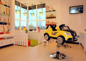 Детская парикмахерская: интерьер и мебель